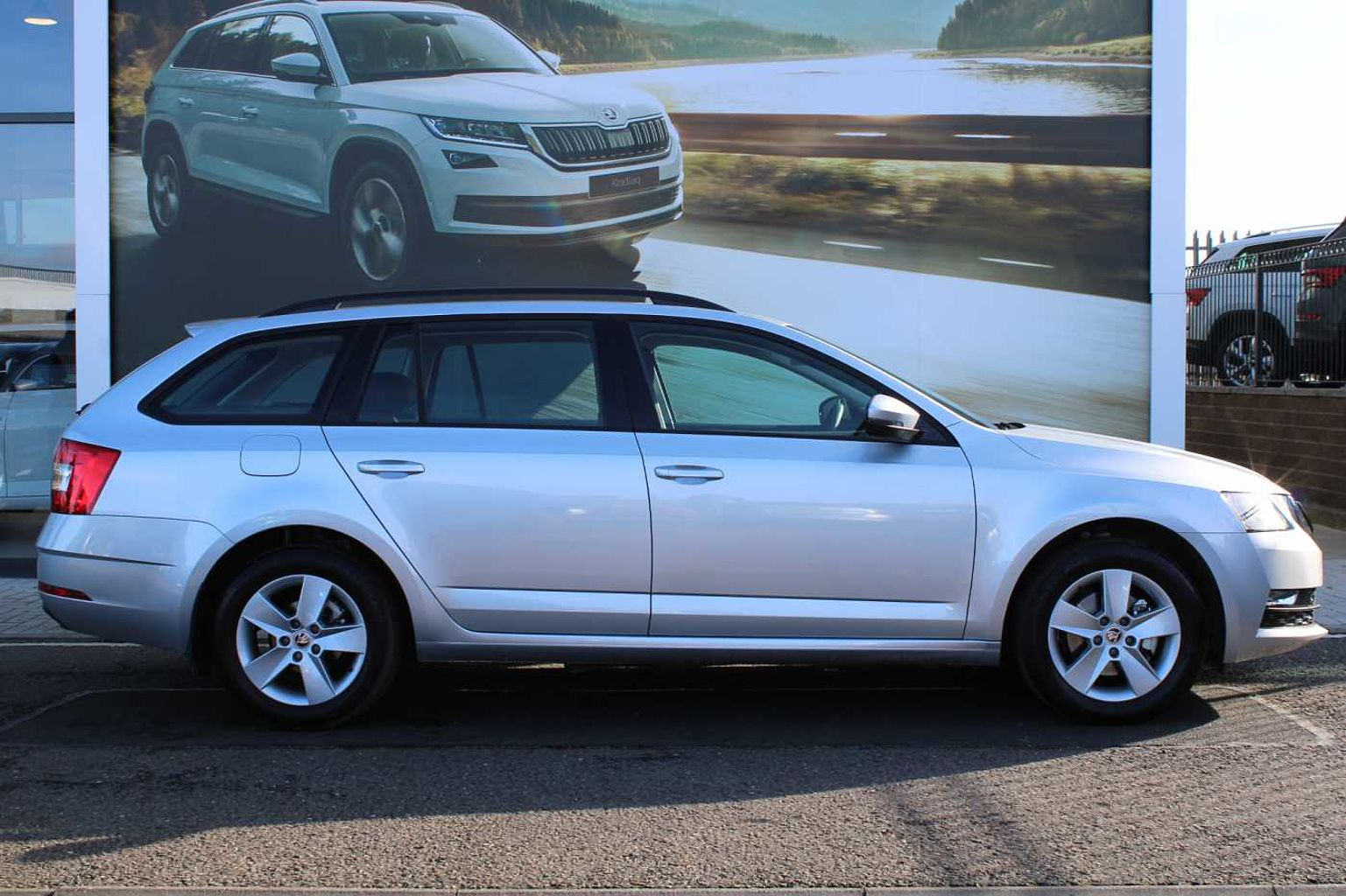 ŠKODA Octavia Estate (2017) 1.0 TSI (115ps) SE DSG