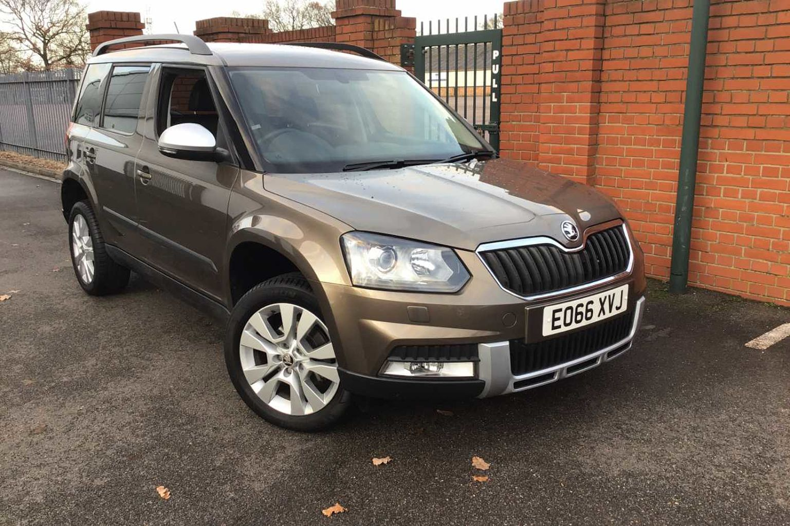 Find A Used Brown Skoda Yeti 1 2 Tsi 110ps Se L Outdoor Dsg 5 Dr