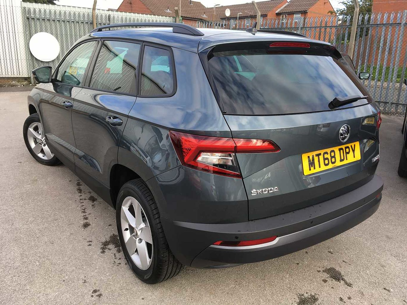 find a used grey koda karoq diesel estate 1 6 tdi se 5dr in manchester koda uk. Black Bedroom Furniture Sets. Home Design Ideas